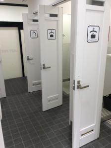 男性更衣室・シャワー