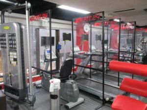 有酸素マシン間のパーテーション設置