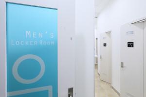 『男性更衣室』