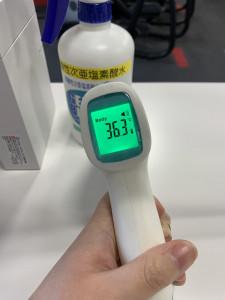 非接触型検温器導入しております!