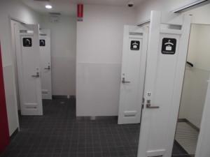 シャワールーム、更衣室