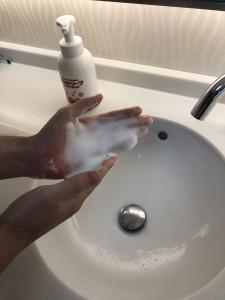 手の消毒のお願い