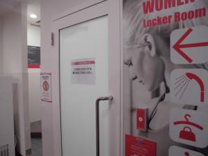 女性更衣室出入口
