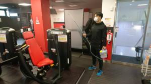 噴霧器による室内の消毒を定期的に行います