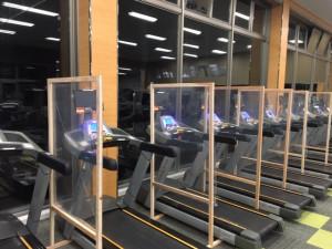 感染症対策③ 有酸素マシンはパーテーションを設置し、飛沫感染防止策をとっております。