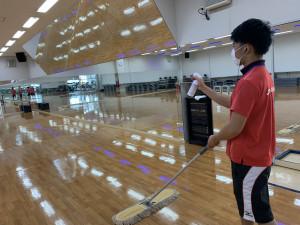 室内の除菌清掃を行っております。