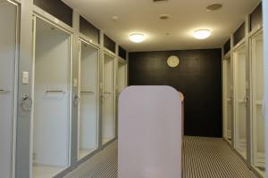 【無料完全個室シャワー】男性8室、女性10室ございます