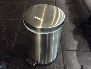 ペダル式ゴミ箱の設置